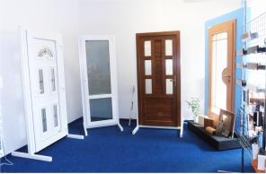Interiér pobočky Okna Macek Mělník